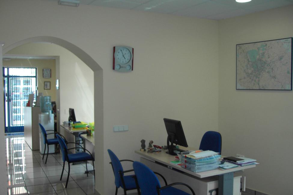 Agencia inmobiliaria en un local comercial reformark - Reforma local comercial ...