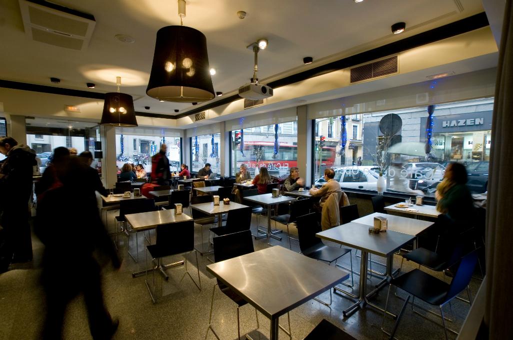 Cafeter a con reforma de decoraci n reformark for Decoracion cafeterias modernas