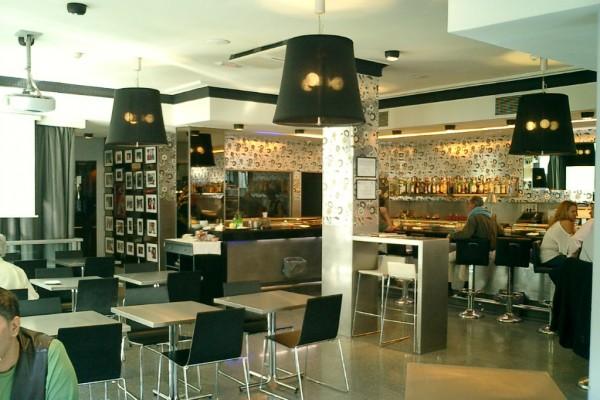 Reforma de cafetería cambiando decoración