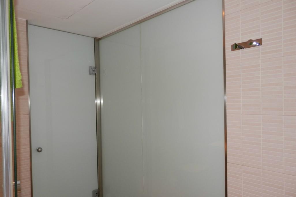 Ba o con paredes de cristal reformark - Banos con paredes de cristal ...
