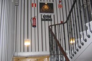 Reformas de Interiores escaleras con papel pintado