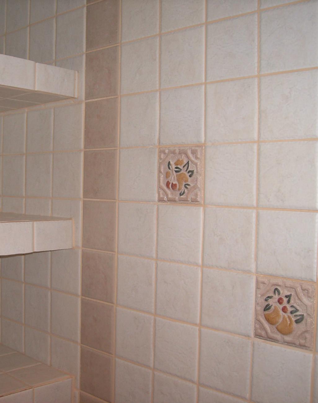 estantera de obra tiene una carpintera corredera para ocultar el espacio de  almacenaje la mampara de la ducha se fija a la pared del with estanterias  de ... b959c19c8fb3