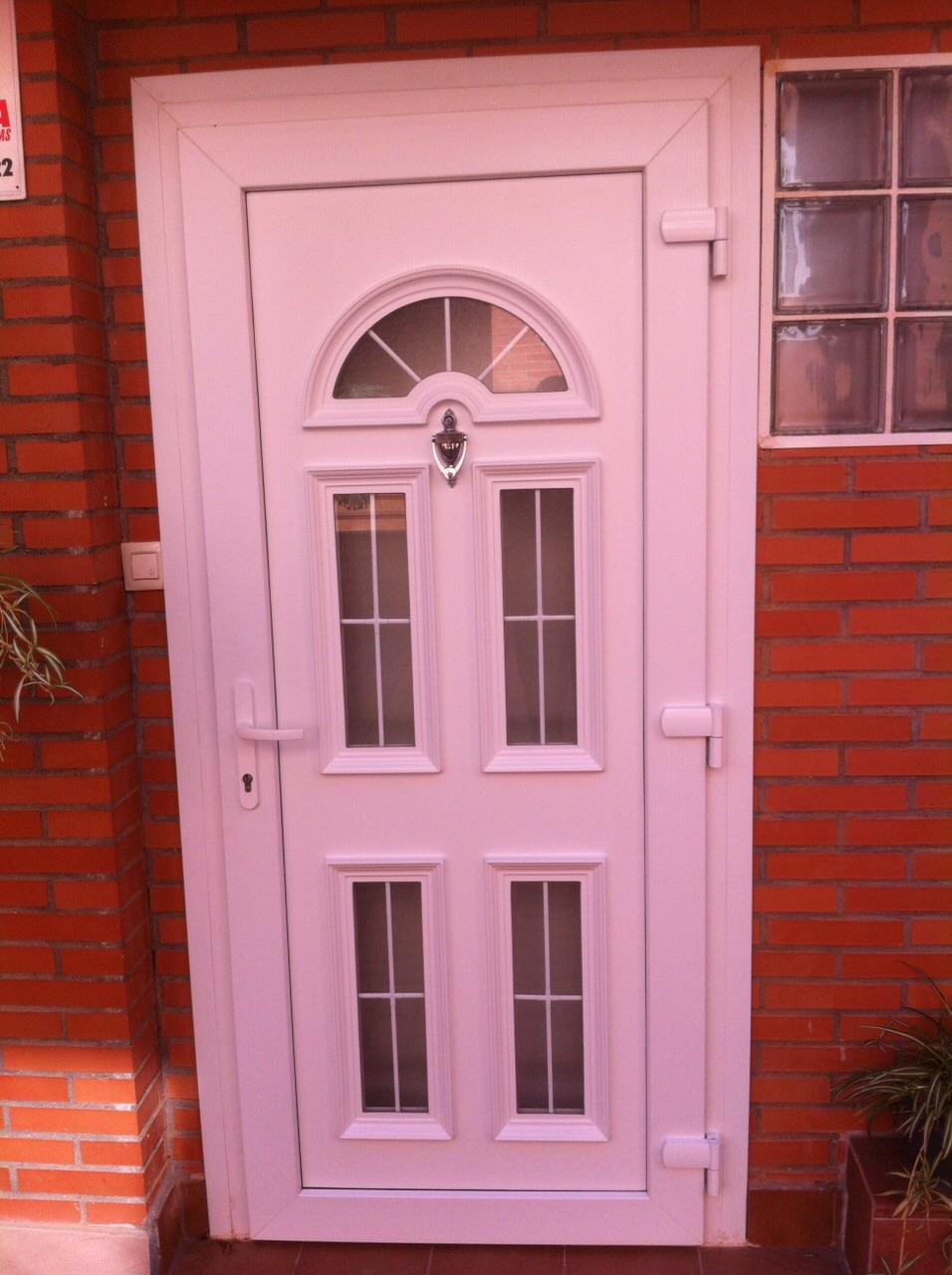 Puertas de entrada de casa affordable de diseo moderno for Puerta entrada casa